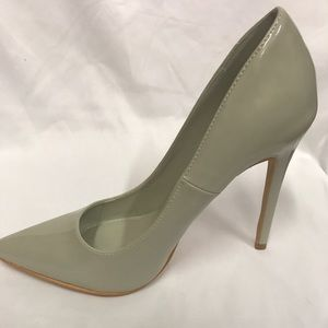 New 4.5 inches pointed heels in  Grey patent